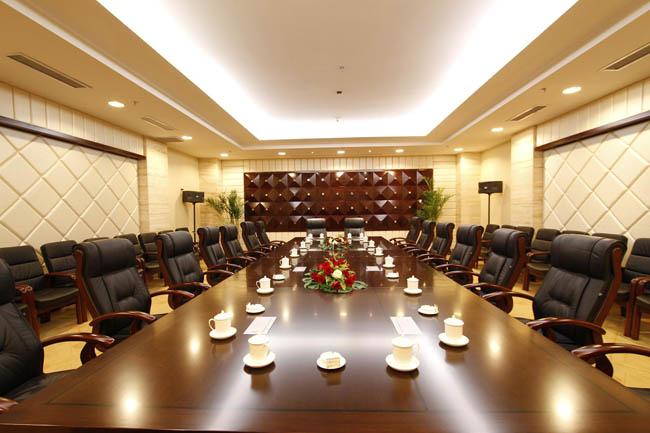 会议室的大小,形状来确定