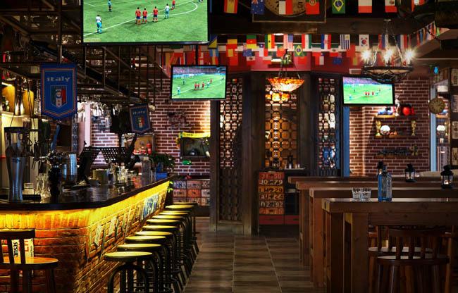 酒吧,在英语里是bar,原意是长条的木头或金属